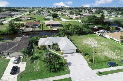Cape Coral Single Family Home For Sale: 824 Mohawk Pky