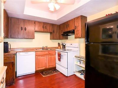 Cape Coral Condo/Townhouse For Sale: 4906 Victoria Dr #202