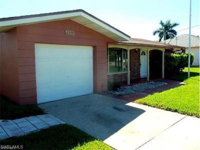 Cape Coral, Matlacha, North Fort Myers Single Family Home For Sale: 2539 Retunda Pky E