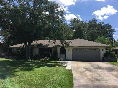 North Fort Myers Single Family Home For Sale: 2092 Lochmoor Cir
