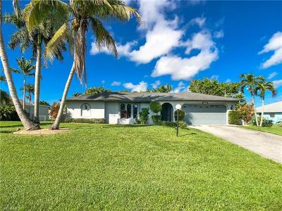 Cape Coral Single Family Home For Sale: 1702 SE 5th Ct