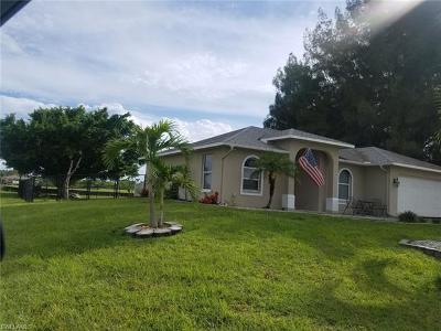 Cape Coral Single Family Home For Sale: 556 Tropicana Pky E
