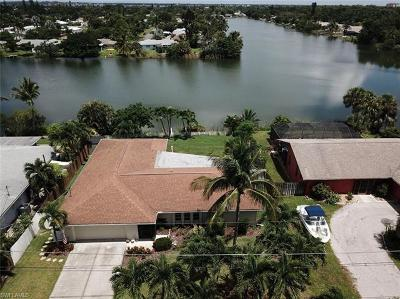 Fort Myers Single Family Home For Sale: 15880 Lake Candlewood Dr