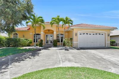 Cape Coral Single Family Home For Sale: 242 SW 45th St