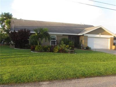 Cape Coral Single Family Home For Sale: 802 SE 33rd St