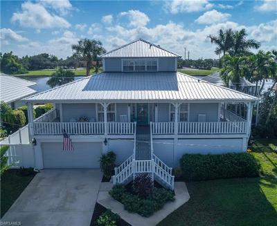 Marco Island Single Family Home For Sale: 41 S Seas Ct