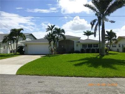 Cape Coral Single Family Home For Sale: 3305 SE 22nd Pl
