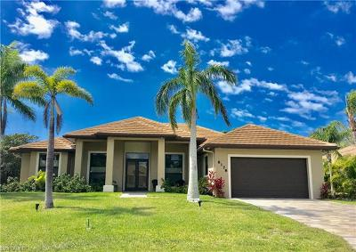 Bonita Springs Single Family Home For Sale: 28178 Mango Dr