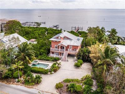 Single Family Home For Sale: 15133 Captiva Dr