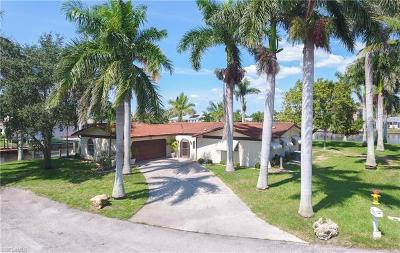 Cape Coral Single Family Home For Sale: 111 SW 52nd Ter