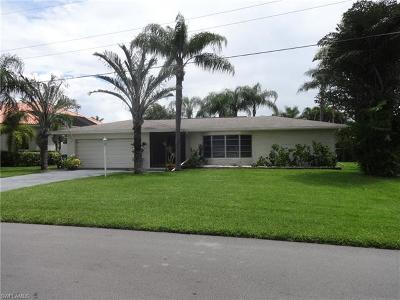 Cape Coral Single Family Home For Sale: 5317 Cortez Ct
