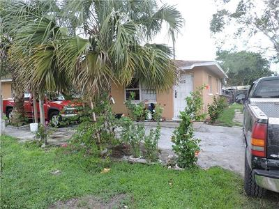 Fort Myers Multi Family Home For Sale: 481 Coopers Ct
