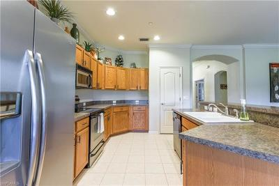 North Fort Myers Single Family Home For Sale: 8211 Hunters Glen Cir