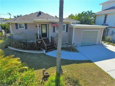 Fort Myers Beach Single Family Home For Sale: 100 Ibis St