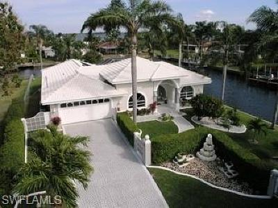 Cape Coral Single Family Home For Sale: 1144 Lincoln Ct