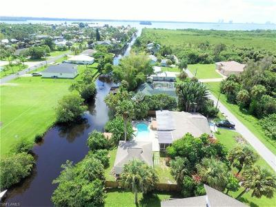 Cape Coral, Matlacha, North Fort Myers Single Family Home For Sale: 2262 Westwood Rd