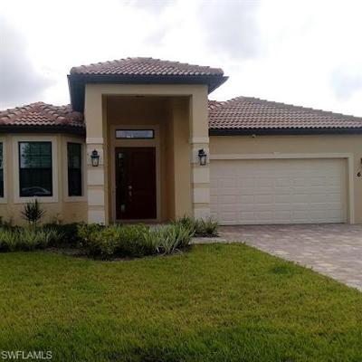 Lehigh Acres Single Family Home For Sale: 657 Carrillon Ave S