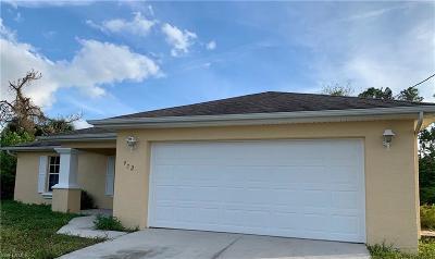 Lehigh Acres Single Family Home For Sale: 922 Lakeside Dr