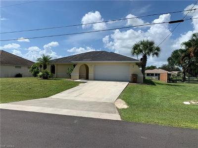 Cape Coral Single Family Home For Sale: 118 NE 19th Ct