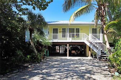 Sanibel Single Family Home For Sale: 749 Cardium St