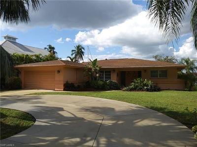 Cape Coral Single Family Home For Sale: 427 Avalon Dr