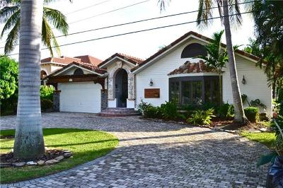 Cape Coral Single Family Home For Sale: 1034 Dolphin Dr