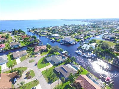 Cape Coral Single Family Home For Sale: 2520 SE 24th Pl