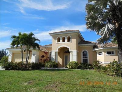 Cape Coral Single Family Home For Sale: 4010 Chiquita Blvd S