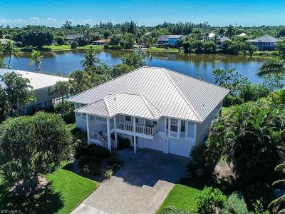 Captiva, Sanibel Single Family Home For Sale: 1441 Sand Castle Rd