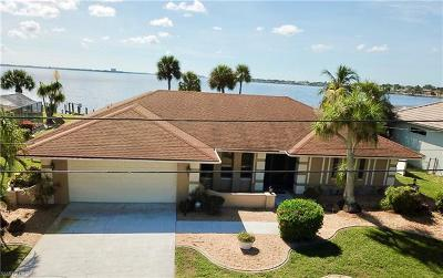 Cape Coral Single Family Home For Sale: 2286 SE 28th St