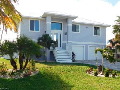 Fort Myers Beach Single Family Home For Sale: 256 Ibis St