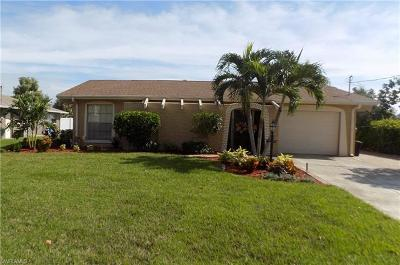 Fort Myers Beach Single Family Home For Sale: 11471 Rebecca Cir