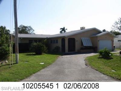 Cape Coral Single Family Home For Sale: 5325 Mikado Ct