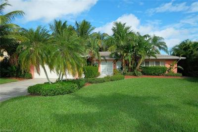 Cape Coral Single Family Home For Sale: 723 Coral Dr