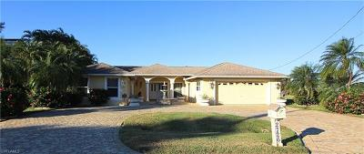 Cape Coral Single Family Home For Sale: 2726 SE 24th Pl