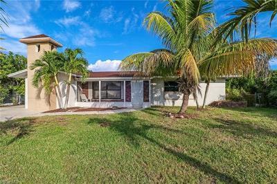 Cape Coral Single Family Home For Sale: 5141 Santa Rosa Ct