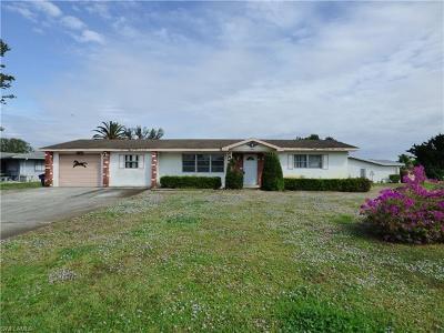 Lehigh Acres Single Family Home For Sale: 200 Seaton Ave