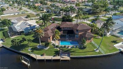 Cape Coral Single Family Home For Sale: 1233 SW 54th Ln