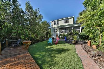 Single Family Home For Sale: 7741 Victoria Cove Ct