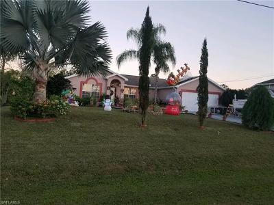 Lehigh Acres Single Family Home For Sale: 910 Greenwood Ave