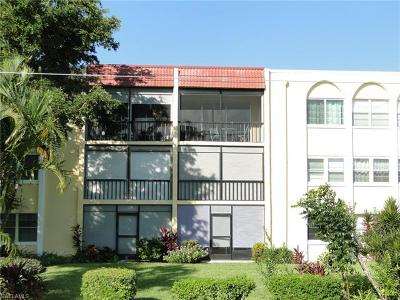 Naples Condo/Townhouse For Sale: 1087 Forest Lakes Dr #1-106