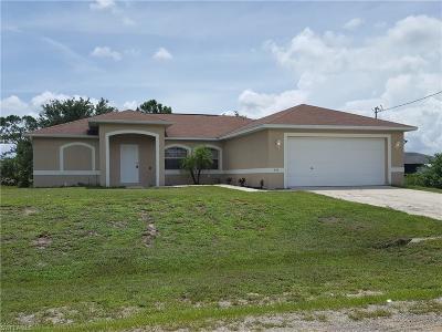Lehigh Acres Single Family Home For Sale: 915 Martha Ave S