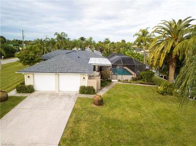 Cape Coral Single Family Home For Sale: 1955 SE 31st St