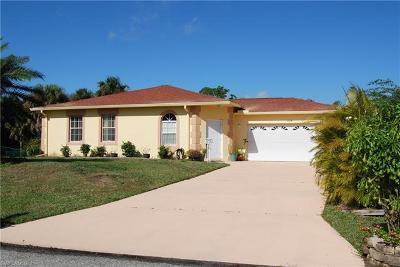 Lehigh Acres Single Family Home For Sale: 1215 Crestview Pl