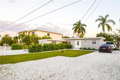 Fort Myers Beach FL Single Family Home For Sale: $575,000
