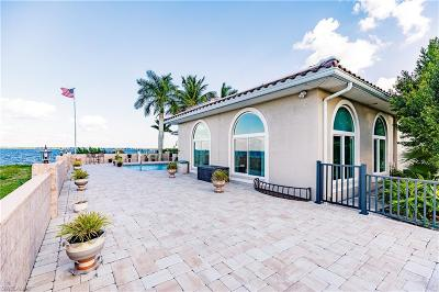 Cape Coral Single Family Home For Sale: 2371 Coral Point Dr