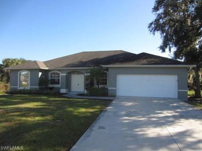 Port Charlotte Single Family Home For Sale: 446 Ravenswood Blvd