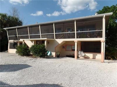Fort Myers Beach Multi Family Home For Sale: 427 Lazy Way