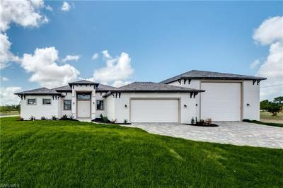 Cape Coral Single Family Home For Sale: 1012 NE 11th Ter