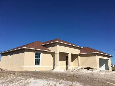Cape Coral Single Family Home For Sale: 305 Diplomat Pky E